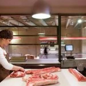 Чем отмыть пол в мясном отделе?