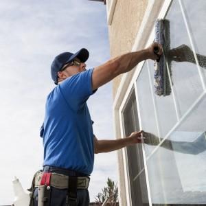 Чистые окна в офисе: простые и эффективные методы