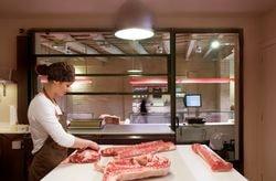 Ровные полы в мясном цехе кухни